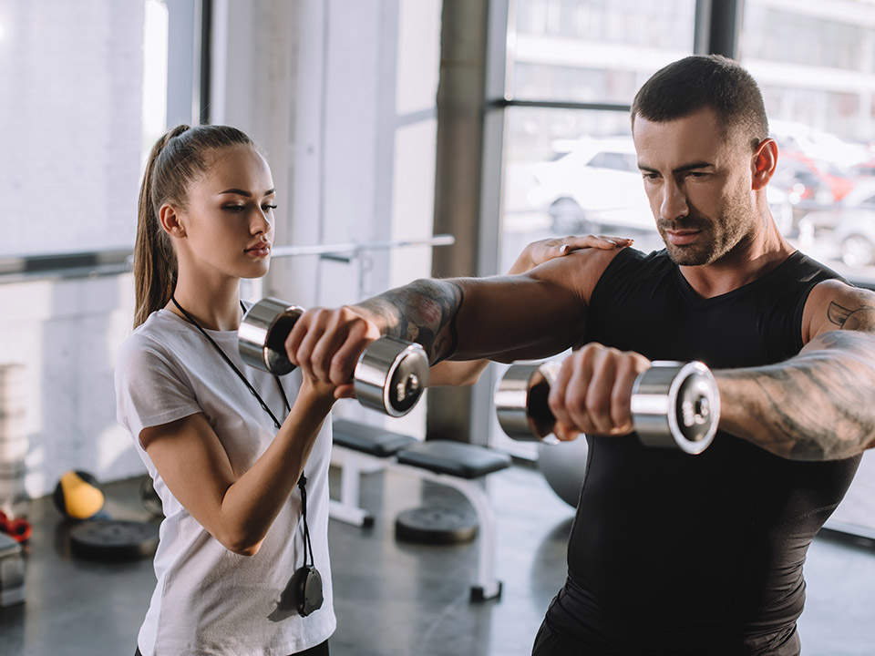 Wellness Trainer Versus Fitness Coach – Who's Better Suited For You?